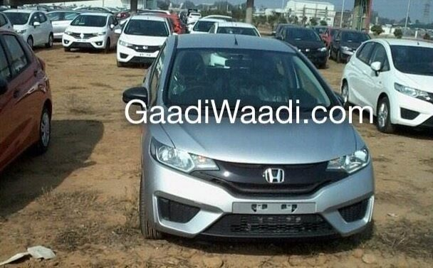 Honda-Jazz-2015-front-view-in-silver