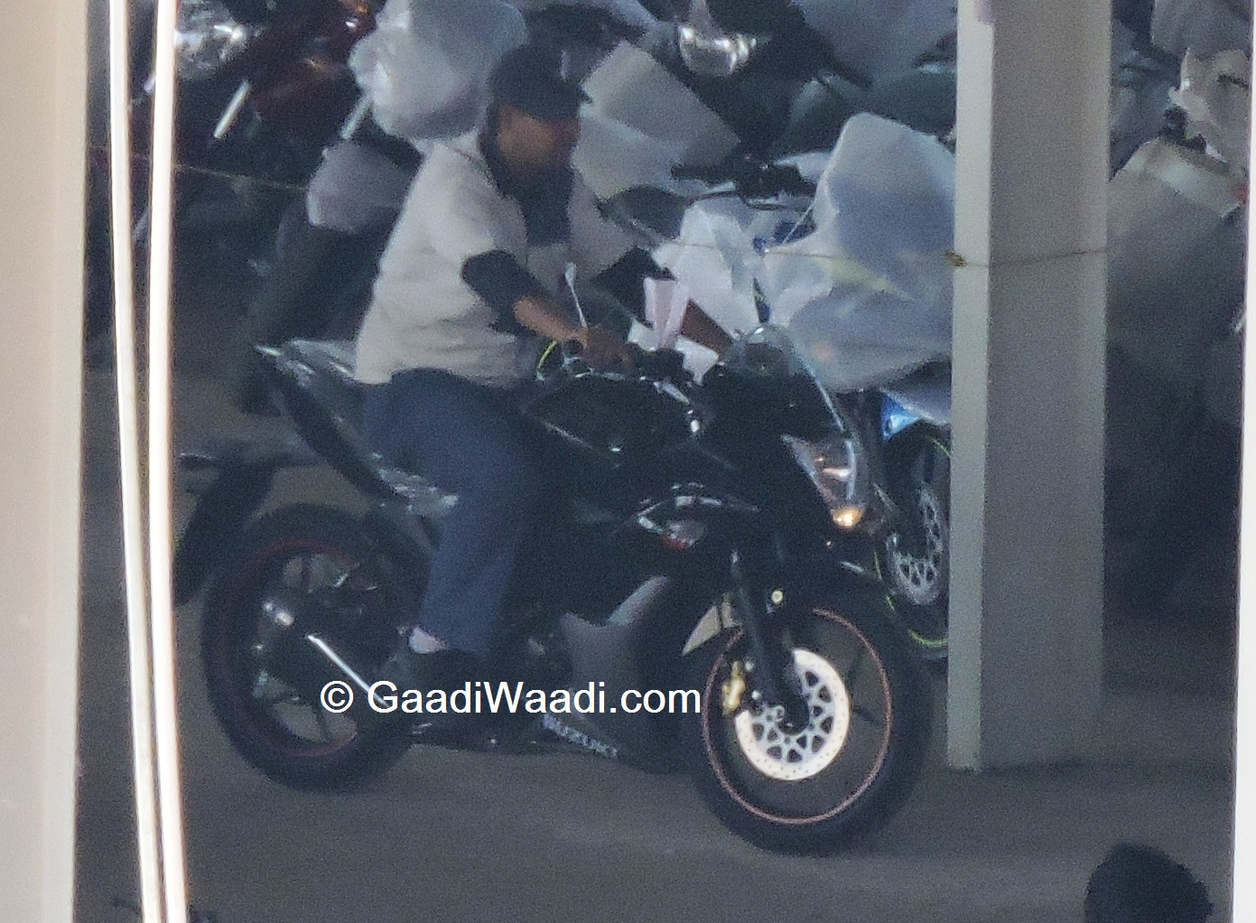 Suzuki Gixxer Sf Launching On 7th April Spied Again Black Modified With Daytime Running Lights