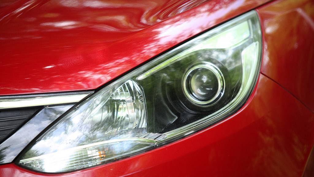 2015-Tata-Bolt-Head-light