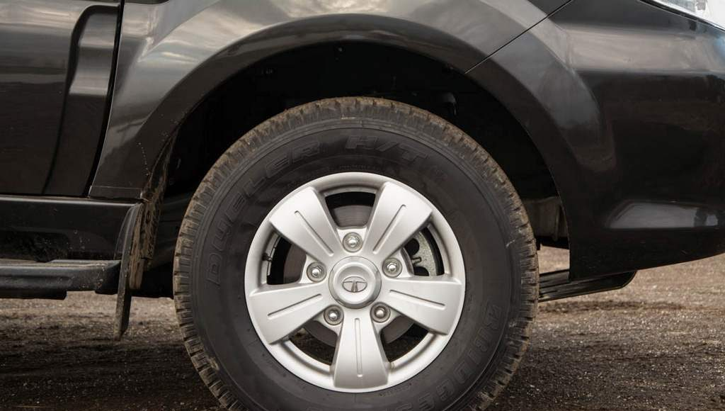 2015 Tata Safari Storme Alloy Wheel