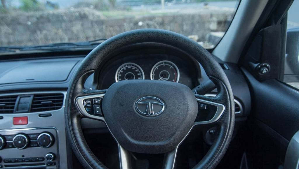 2015 Tata Safari Storme Facelift Steering