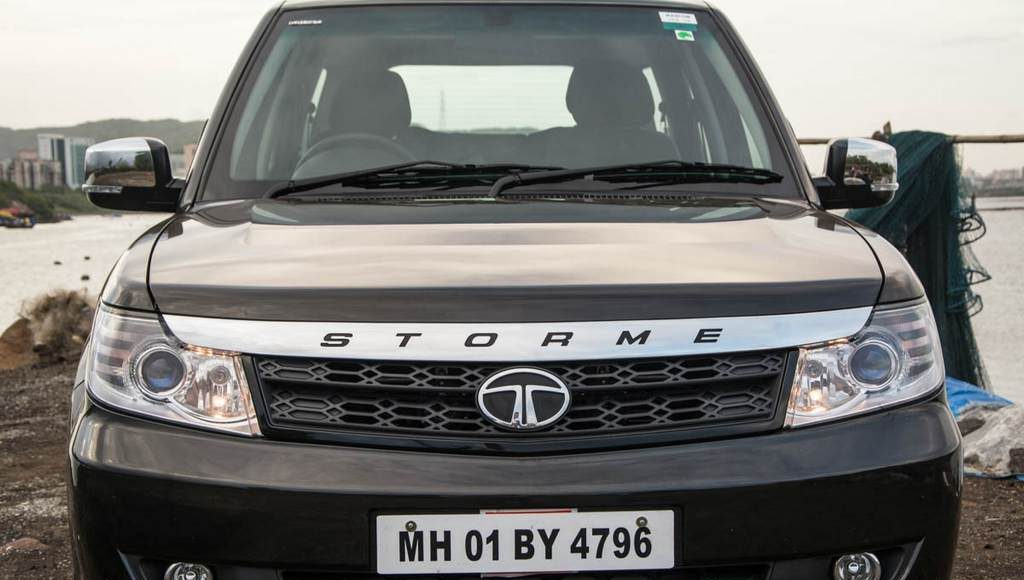 2015 Tata Safari Storme Front Side