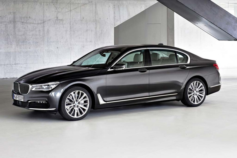 new-bmw-7-series-side-view