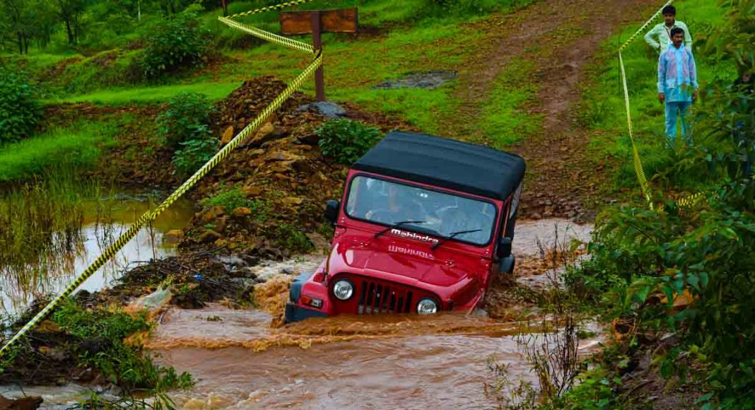 2015 mahindra thar river crossing