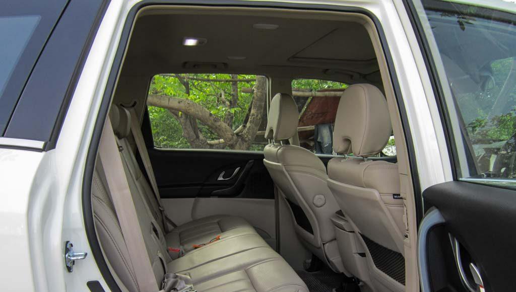 2015 mahindra xuv 500 24 rear seat