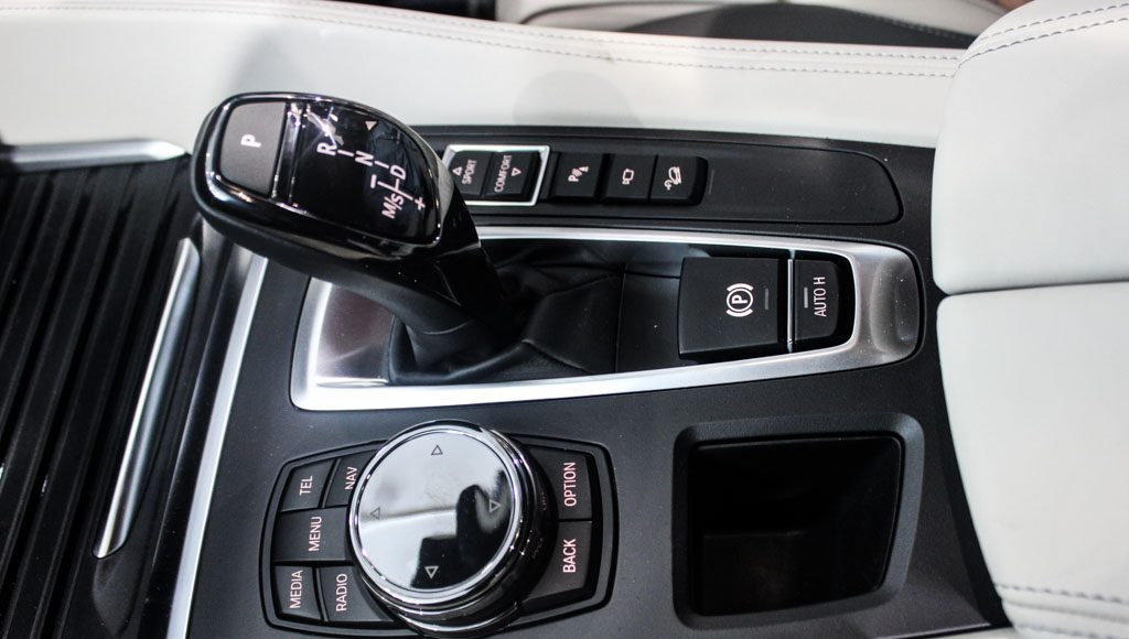BMW X6M 2016 India console