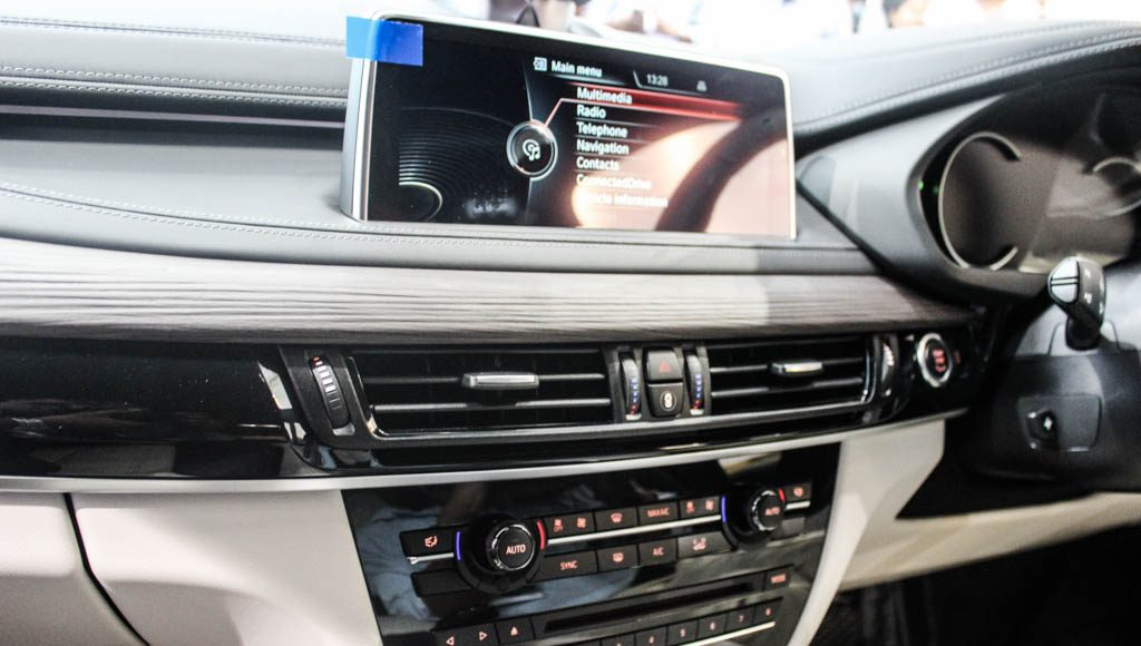 BMW X6M 2016 India dashboard