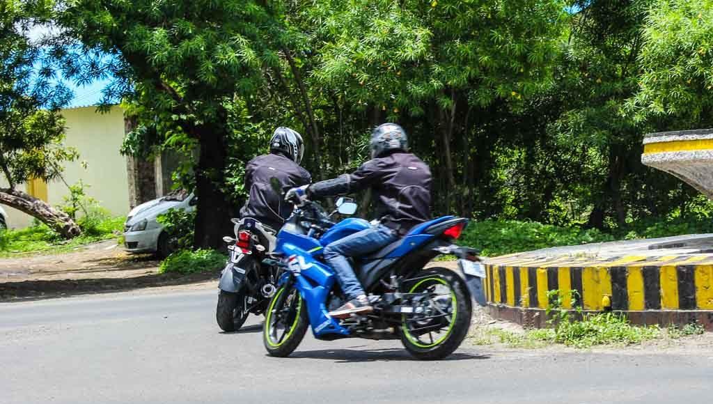 Suzuki Gixxer SF vs Yamaha Fazer handling