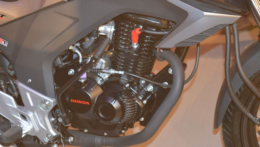 2015 Honda CB 160R Hornet engine