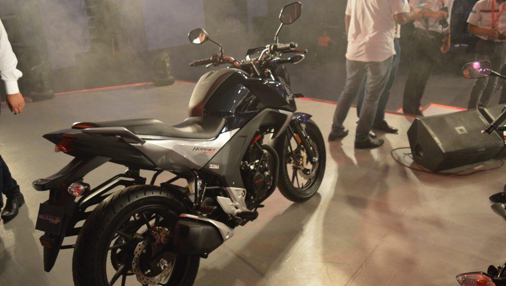 2015 Honda CB 160R Hornet side