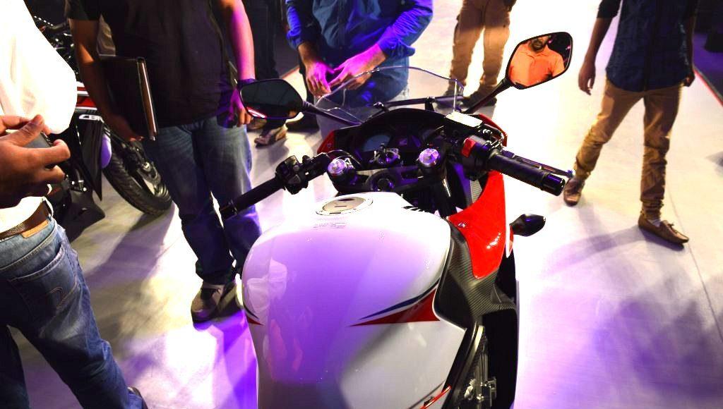2015 Honda CBR650F cockpit