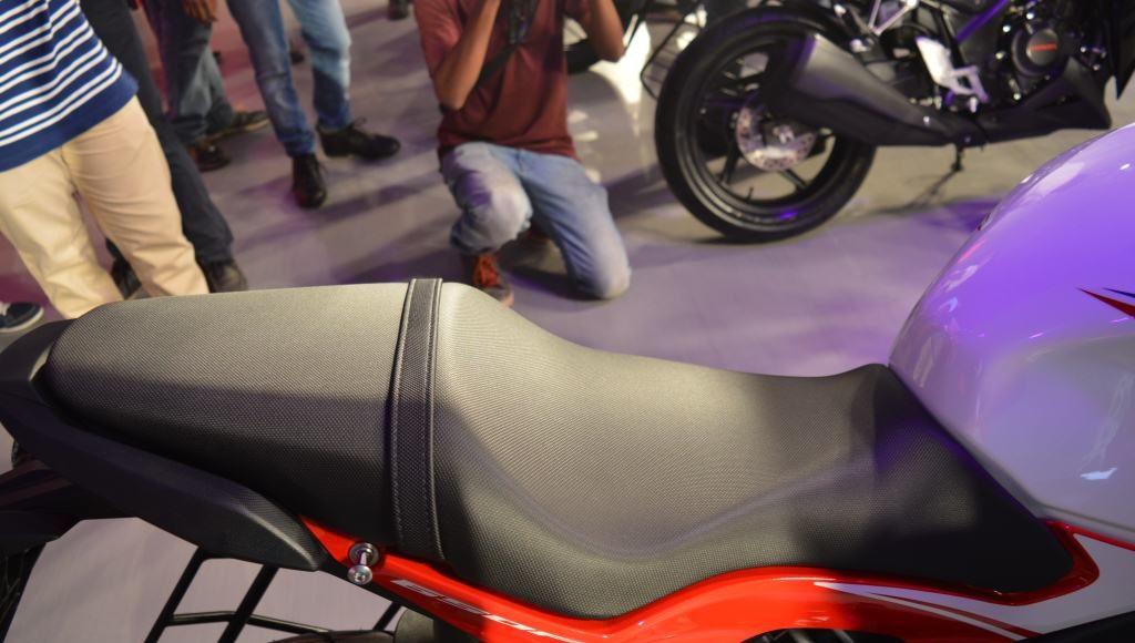2015 Honda CBR650F seats