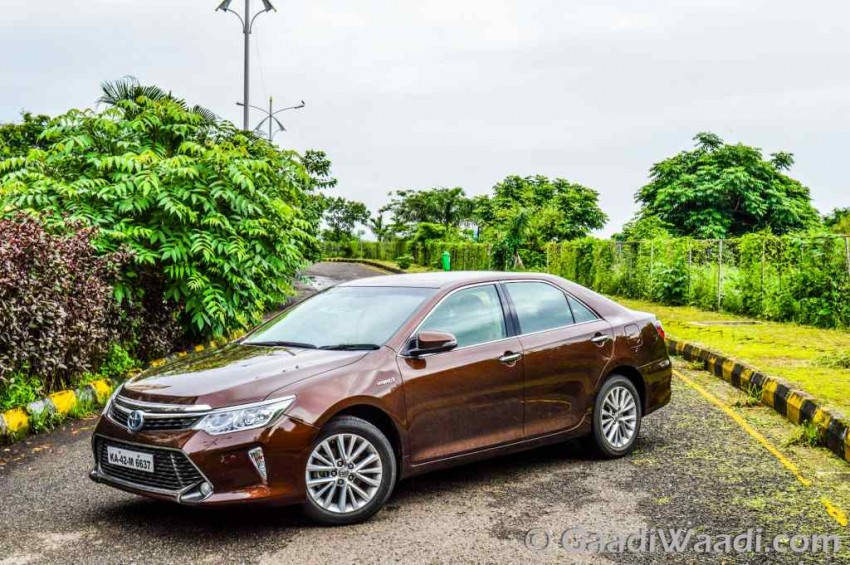 2017 Toyota Camry Hybrid Test Ride Review