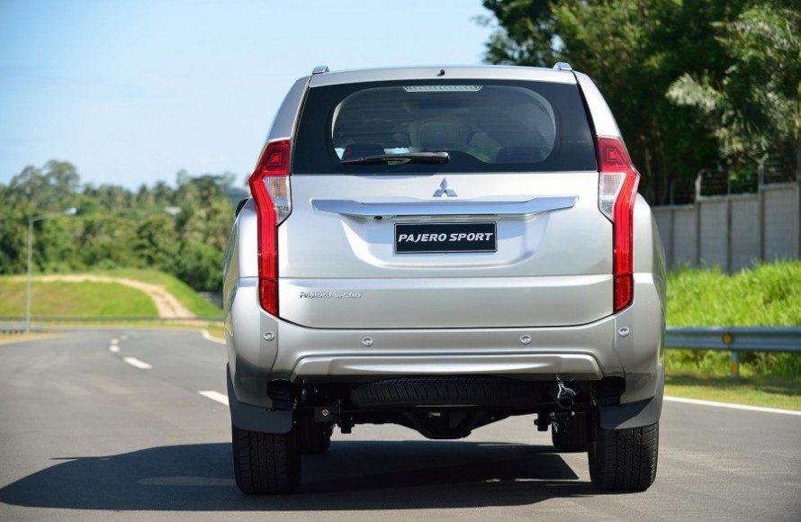 2016-Mitsubishi-Pajero-Sport-rear