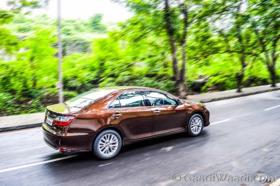 Toyota Camry Hybrid dynamics