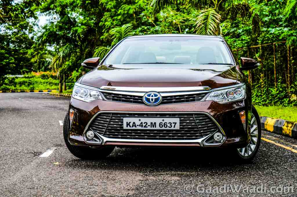 2015 Toyota Camry Hybrid Test Drive Review India