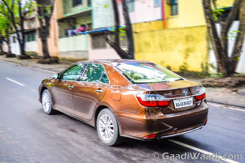 2017 toyota camry hybrid launched in india at rs lakh. Black Bedroom Furniture Sets. Home Design Ideas