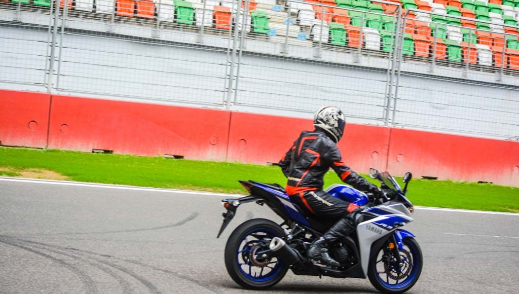 Yamaha R3 Launched at Rs.3.25 lakhs-18