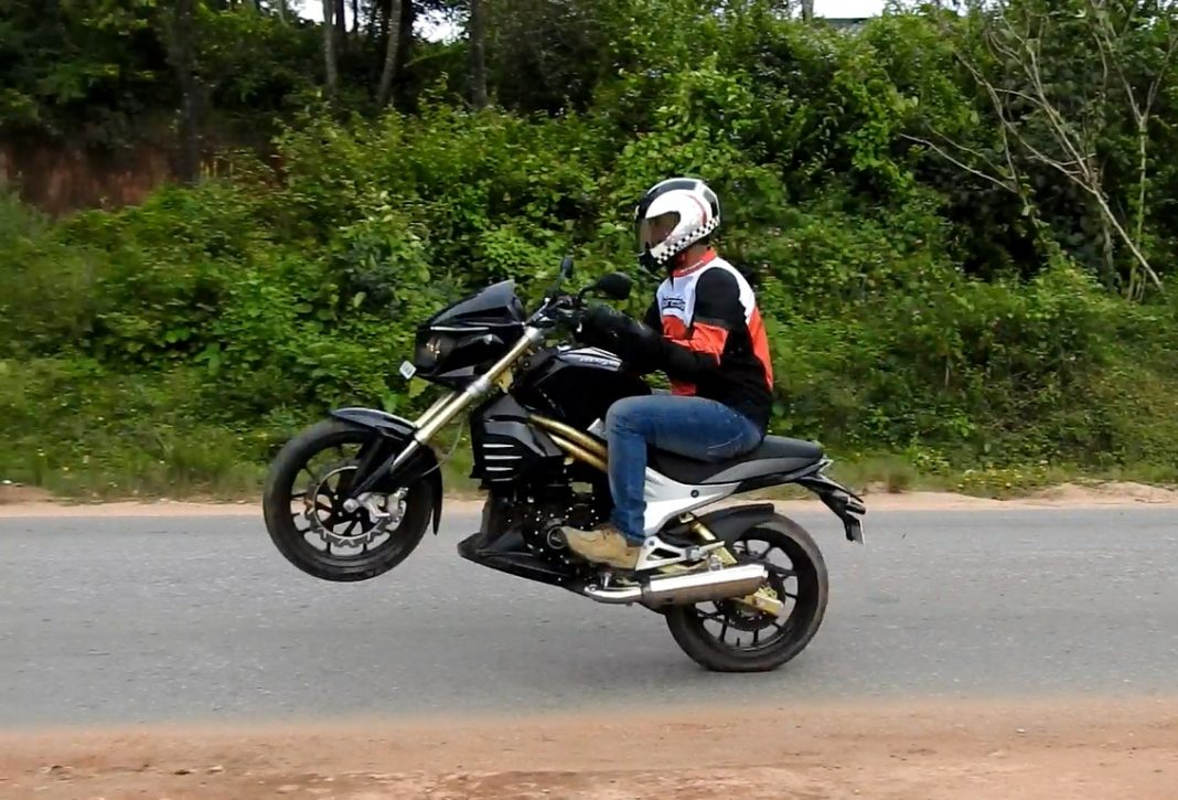 Mahindra Mojo Review