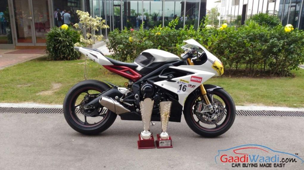 Triumph Daytona Jk tyre