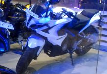 Bajaj Pulsar RS 200 in White Color