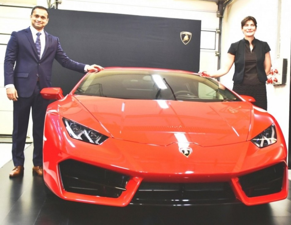 lamborghini huracan lp580 2 launched in india at crores latest car news. Black Bedroom Furniture Sets. Home Design Ideas
