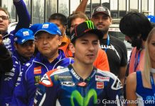 Jorge Lorenzo Rides Yamaha R3 with Customers -3