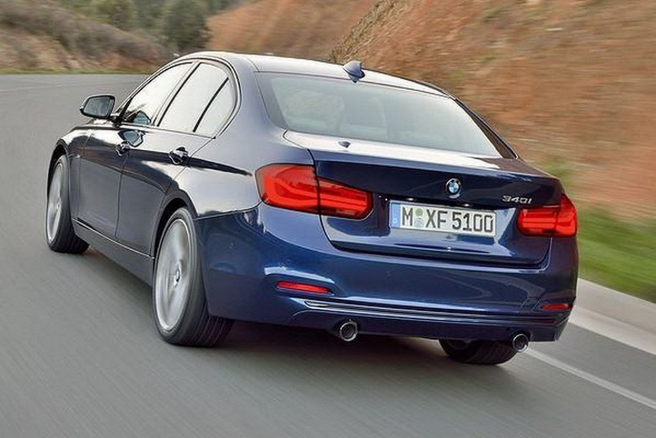 2016-BMW-3-Series-Facelift-Rear