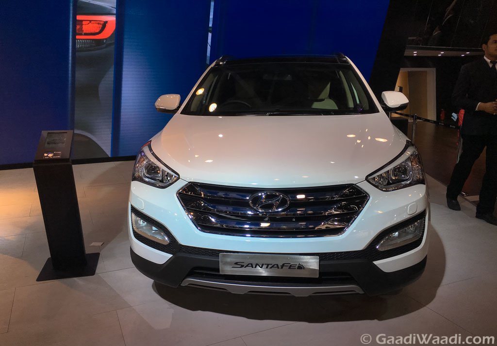 2016 hyundai santa fe unveiled with redesigned alloy wheels and sunroof. Black Bedroom Furniture Sets. Home Design Ideas