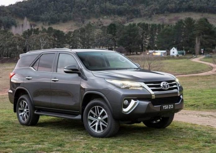 2016-Toyota-Fortuner-2