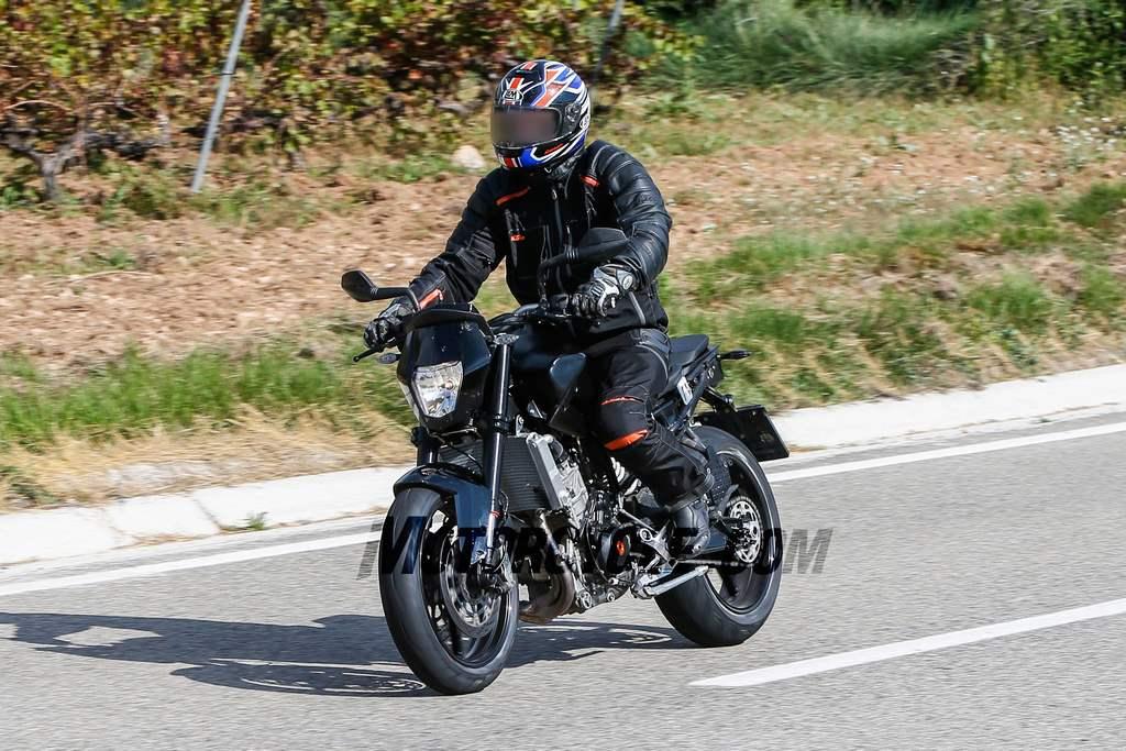 2017 KTM Duke 890 Spotted Testing