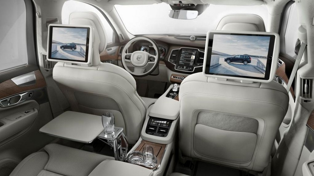 Volvo XC90 Excellence rear infotainment