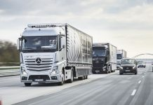 Mercedes Benz Tests connected convoy of autonomous trucks