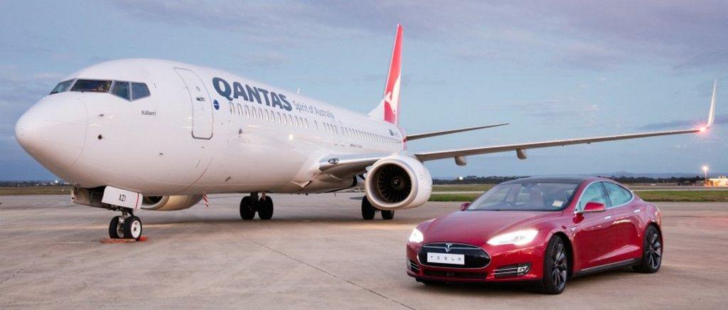 Tesla-Model-S-versus-Qantas-Boeing