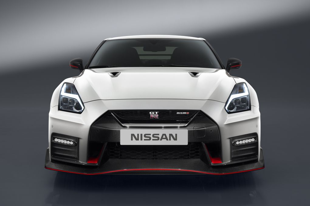 2017 nissan gt r nismo makes global premiere gaadiwaadi. Black Bedroom Furniture Sets. Home Design Ideas