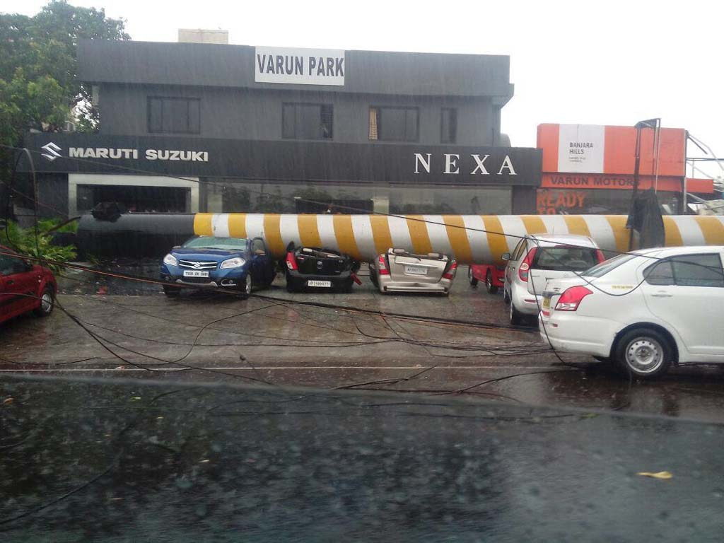 Cars Damaged In Hyderabad Due To Thunderstorm And