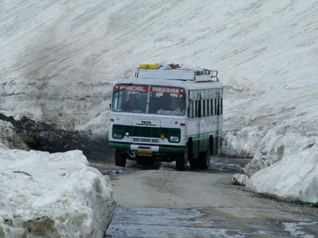 Delhi-Leh-Bus.jpg