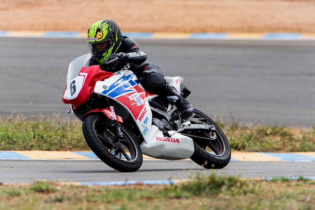 Honda-All-Ladies-Race-winner-Pooja-Dabhi-in-action.jpg