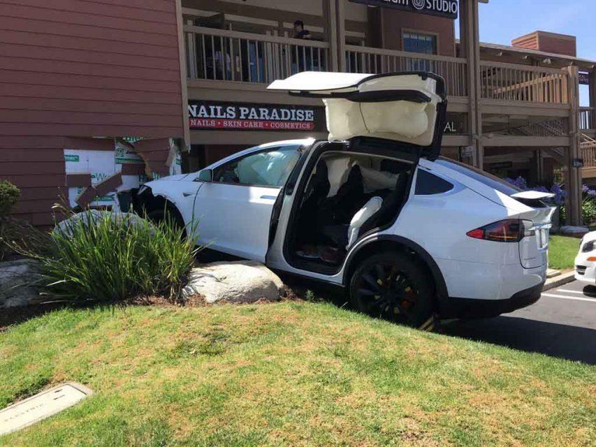 Tesla-Model-X-Crashed-1.jpg