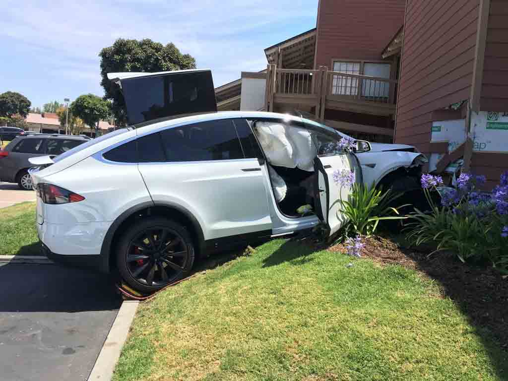 Tesla-Model-X-Crashed-3.jpg
