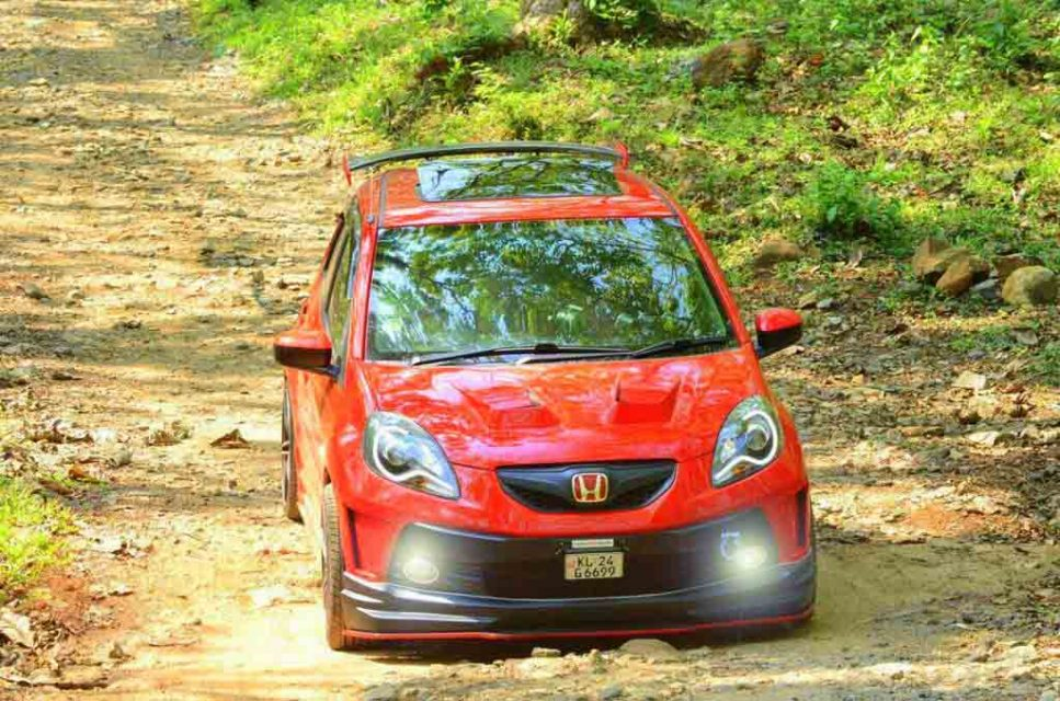 Honda-Brio-Red-Lantern-6.jpg