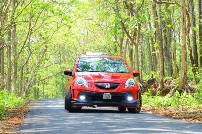 Honda-Brio-Red-Lantern-7.jpg