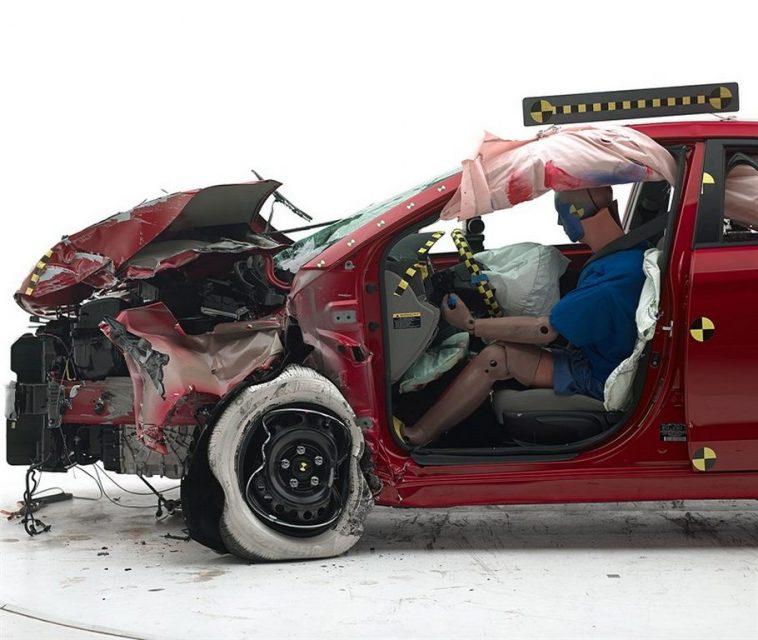 Hyundai Elantra IIHS Crash Test 1