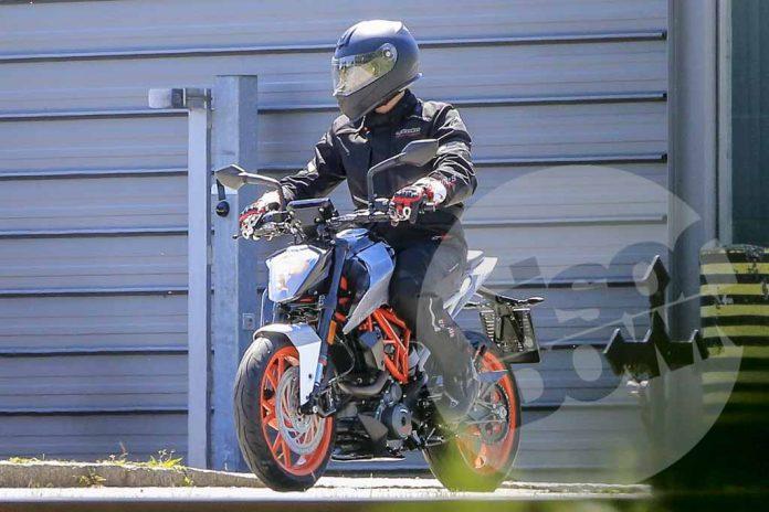 KTM-125-Duke-001.jpg