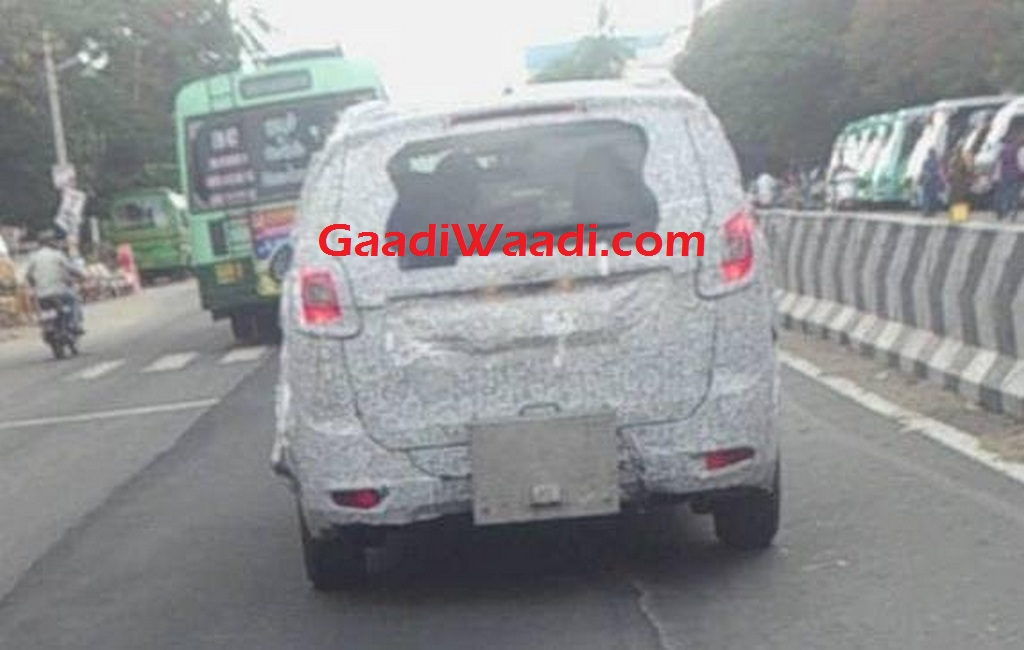 Mahindra U321 MPV India Launch Spied 6