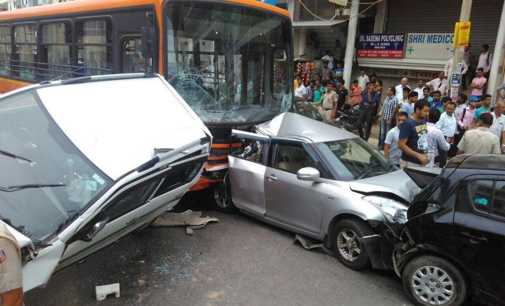 bijwasan bus accident 11 cars (4)