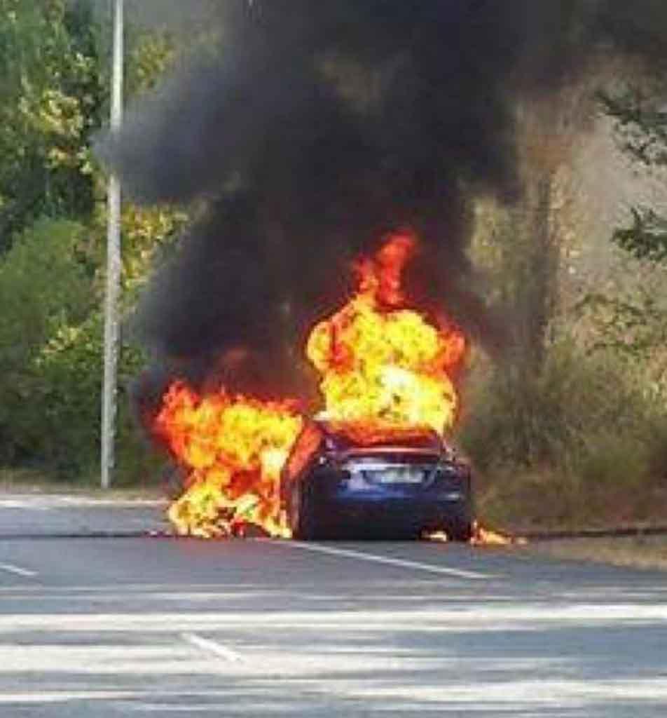Tesla-S-Fire.jpg