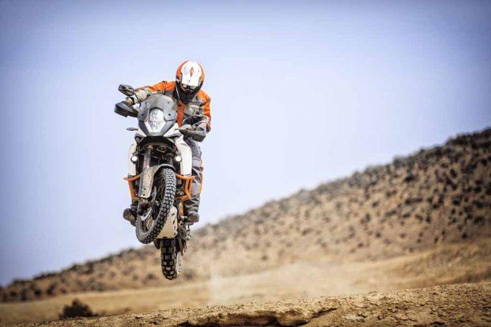 2017-KTM-Adventuer-R-2.jpg