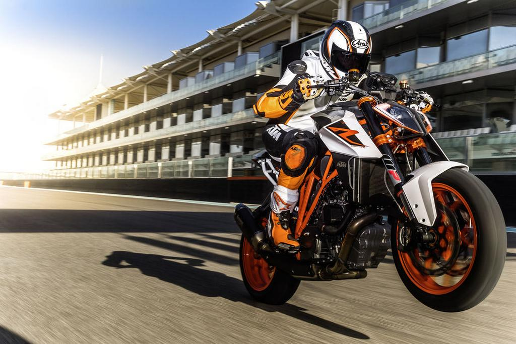 2017 Ktm 1290 Super Duke R Goes Bonkers At Eicma