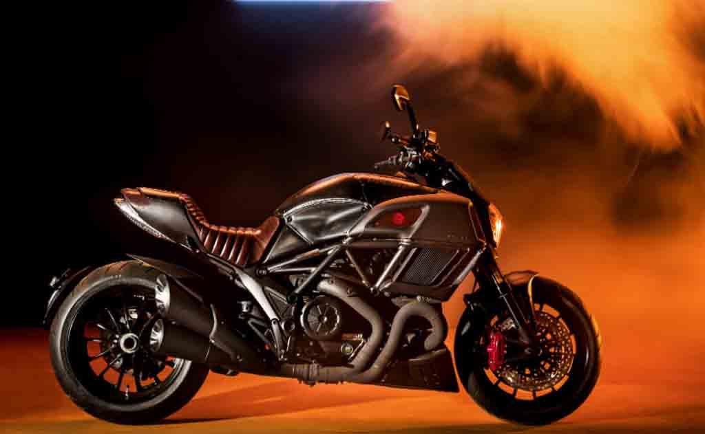Ducati-Diesel-Diavel-3.jpg